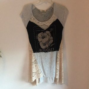 Short sleeve top size M